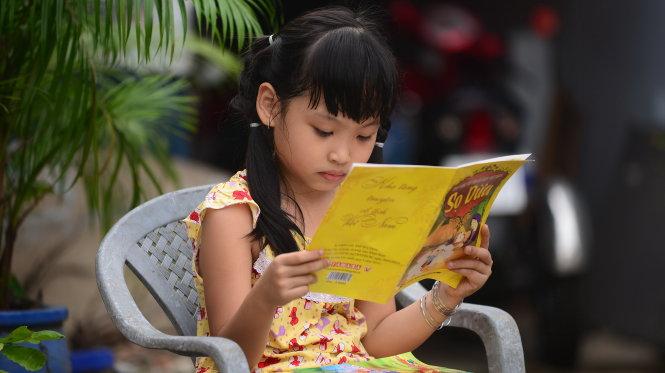 Đọc sách ở cự ly quá gần dẫn đến cận thị